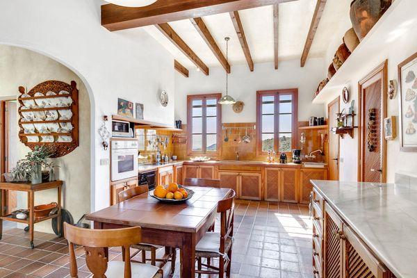 Die Küche mit modernen Geräten
