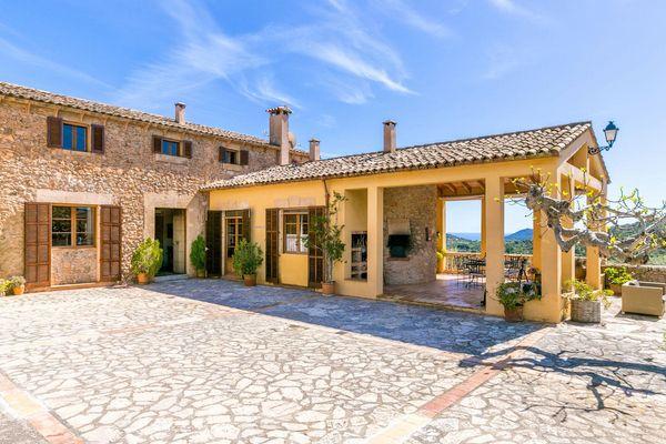 Hof und Terrasse der Finca