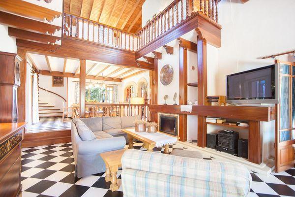 Wohnzimmer mit gemütlichen Sitzgelegenheiten