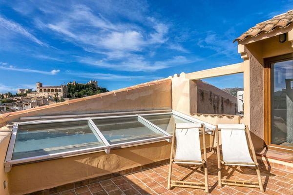 Terrasse mit Sonnenliegen