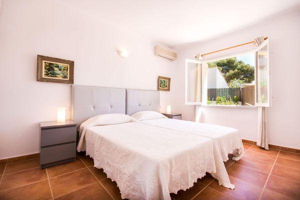 Modernes Doppelschlafzimmer