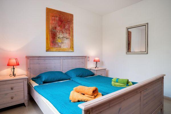 Geschmackvoll eingerichtetes Schlafzimmer