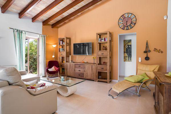 Wohnbereich mit Flatscreen TV