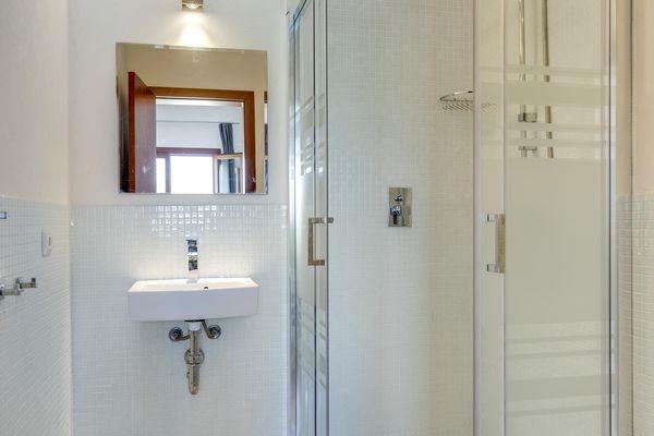 En-suite Bad mit Dusche