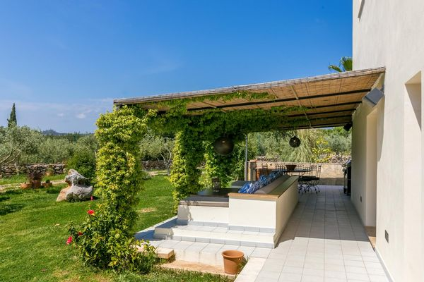 Überdachte Terrasse mit Sitzecke