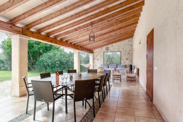 Terrasse mit Esstisch