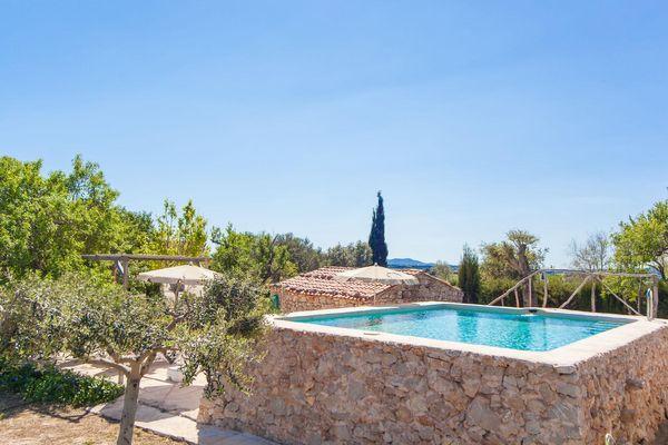 Der herrliche Pool der Finca Es Turó de Balafi