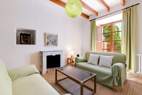 Sofa mit Kamin