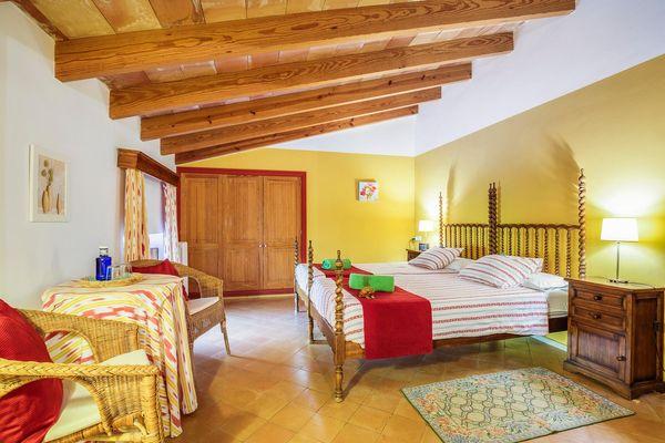 Schlafzimmer mit schöner Dachschräge