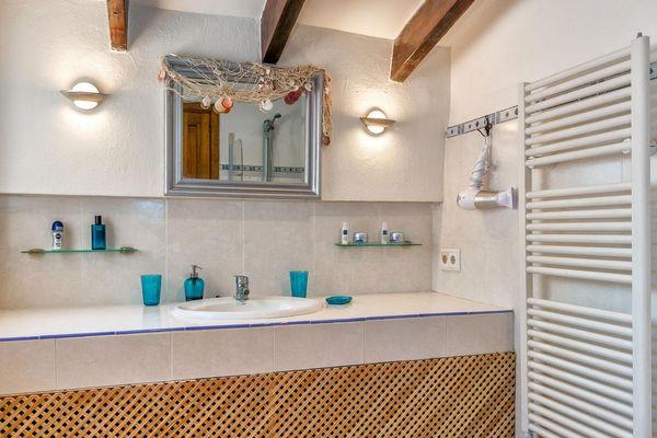 Badezimmer im maritimen Stil