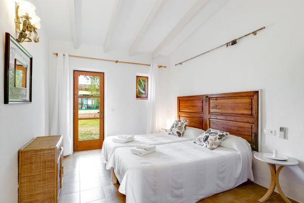 Originelles Schlafzimmer mit 2 Einzelbetten