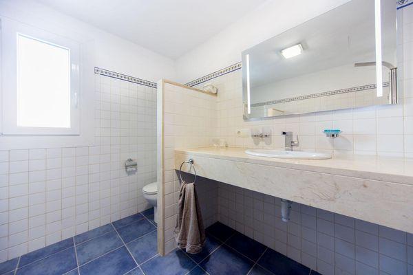 Badezimmer mit Walk In Shower