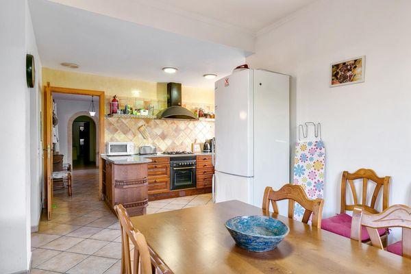 Küche mit zusätzlichem Essbereich