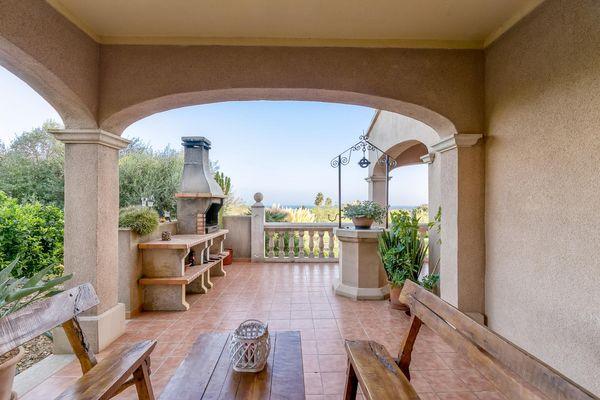 Terrasse mit Grill und Brunnen
