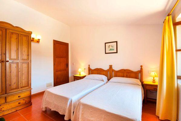 Malek - Schlafzimmer mit zwei Einzelbetten