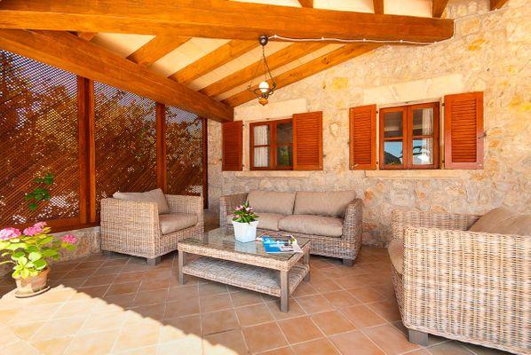 Malek - Überdachte Terrasse