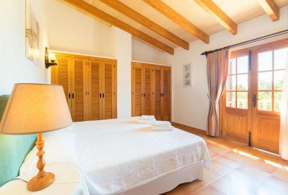 Corona - Schlafzimmer