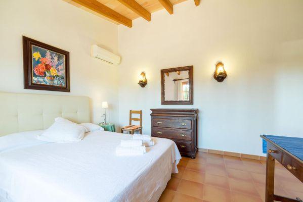 Corona - Schlafzimmer mit Doppelbett