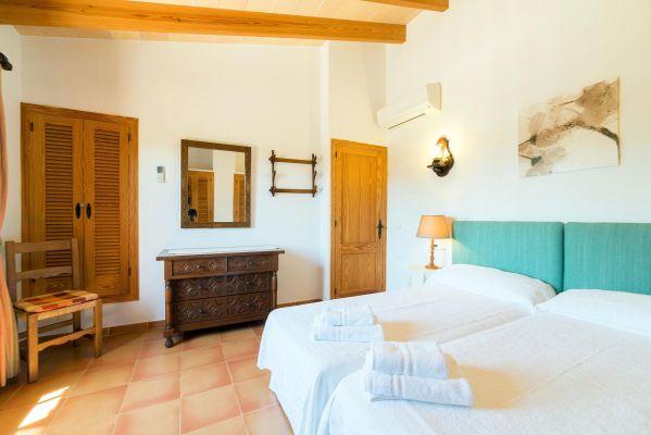 Corona - Schlafzimmer mit zwei Einzelbetten