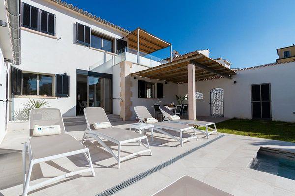 villa villa holland in puerto pollensa mallorca norden f r 7 personen mieten. Black Bedroom Furniture Sets. Home Design Ideas