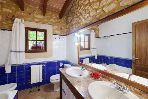 Schönes Badezimmer mit Bidet