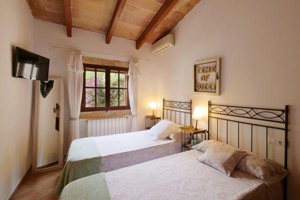 Schönes Schlafzimmer mit Einzelbetten