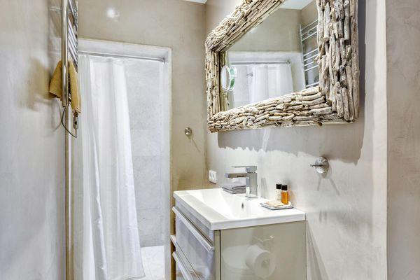 Beautiful bathroom with huge mirror