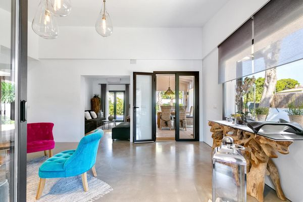Sitzecke mit Durchgang zum Wohnbereich