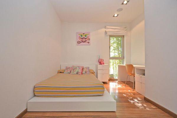 Helles Doppelbettschlafzimmer