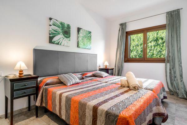 Schönes Schlafzimmer für zwei Personen